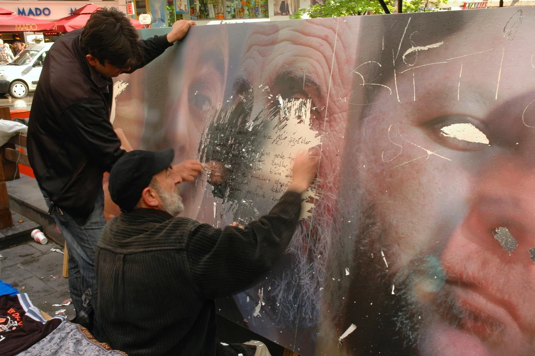 SCRATCH Ankara street sellers scratching-5