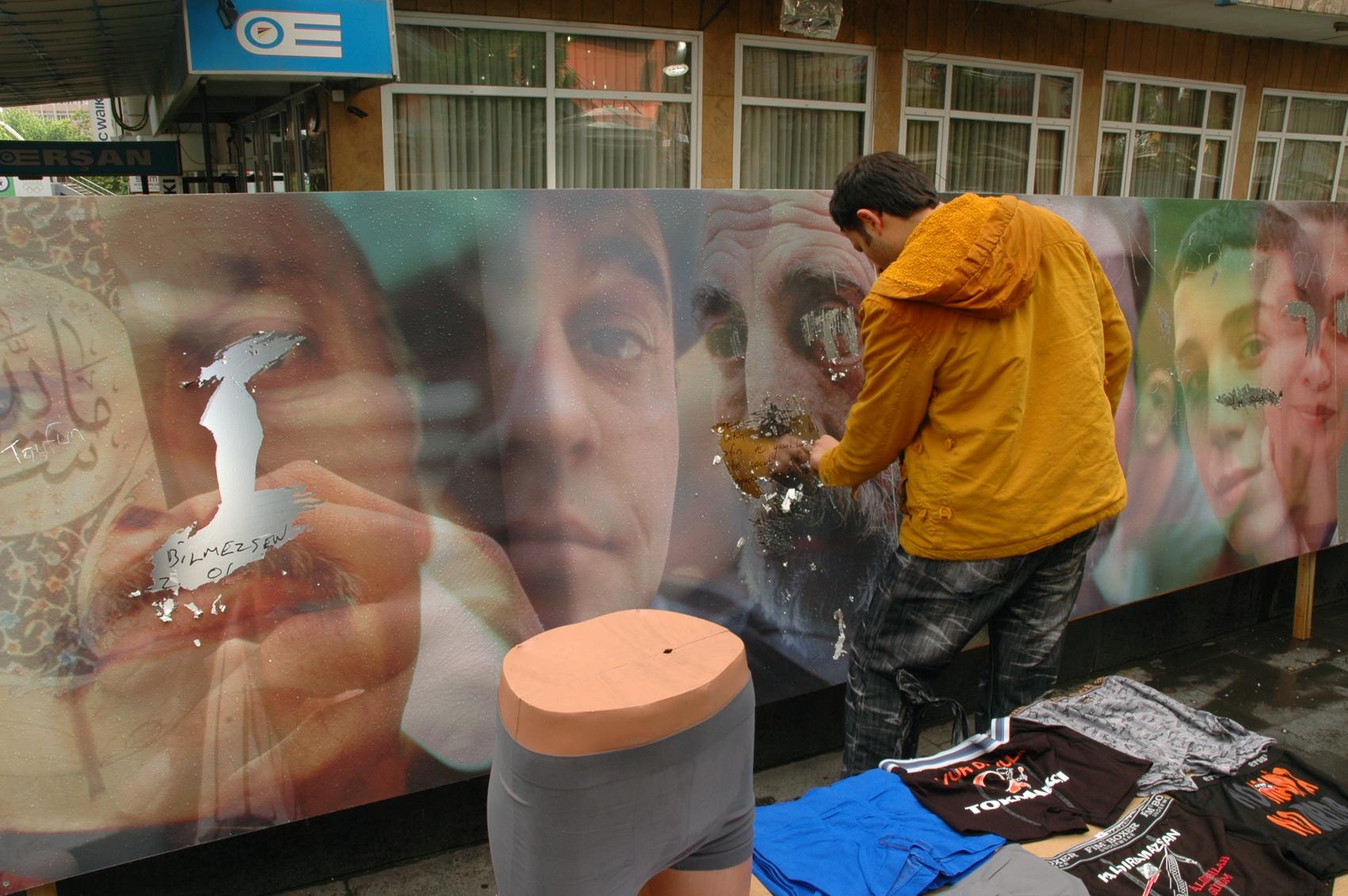 SCRATCH Ankara street sellers scratching